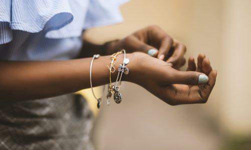 Którą bransoletkę wybrać na prezent?