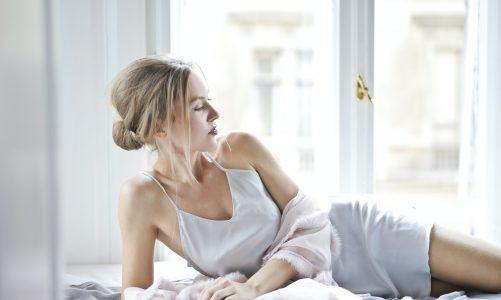 Jakie piżamy damskie na lato warto mieć w swojej szafie? Dowiedz się!